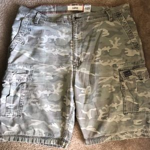 Sz 42 Men's distressed Camo Levis Cargo Shorts
